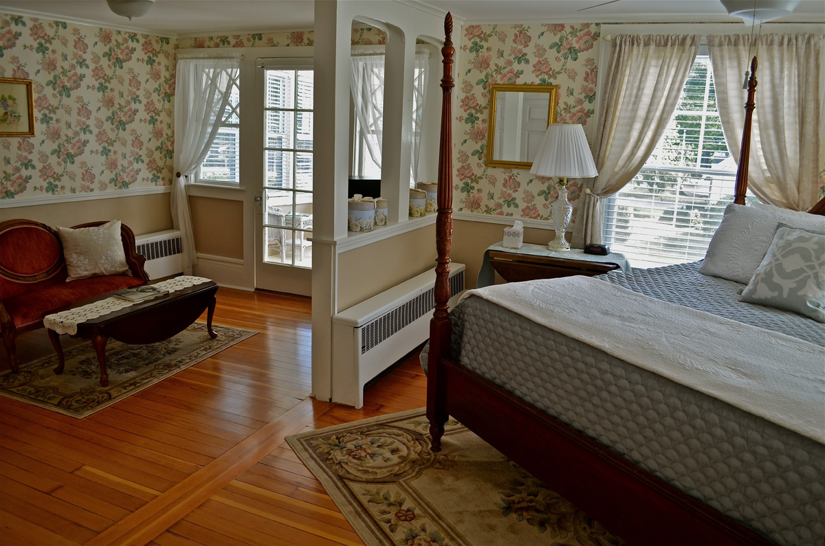 The Garden Rose Suite/Luxury King Suite with Private Bath | The ...